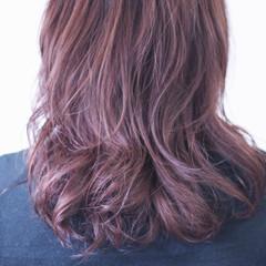 ラベンダーピンク ナチュラル 無造作パーマ ピンクラベンダー ヘアスタイルや髪型の写真・画像