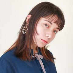 切りっぱなしボブ インナーカラー ミディアム ミニボブ ヘアスタイルや髪型の写真・画像