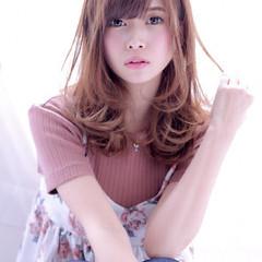 巻き髪 ミディアム ガーリー 前髪あり ヘアスタイルや髪型の写真・画像