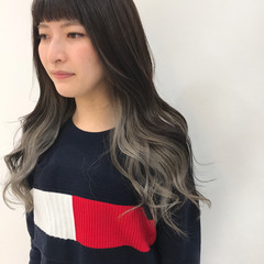 ブリーチカラー グレージュ ホワイトカラー デザインカラー ヘアスタイルや髪型の写真・画像