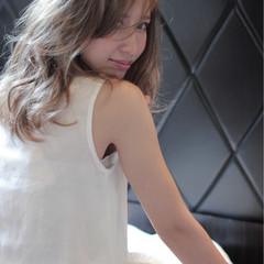 透明感 アッシュグレージュ ミディアム コンサバ ヘアスタイルや髪型の写真・画像