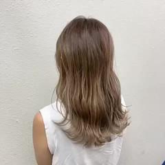 ロング バレイヤージュ グレージュ ミルクティー ヘアスタイルや髪型の写真・画像