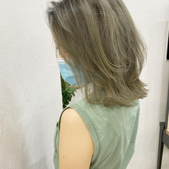 ミディアム ブロンドカラー ベージュ ハイトーンカラー ヘアスタイルや髪型の写真・画像