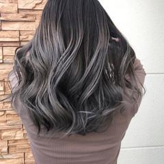 グレージュ デザインカラー 外国人風カラー ストリート ヘアスタイルや髪型の写真・画像