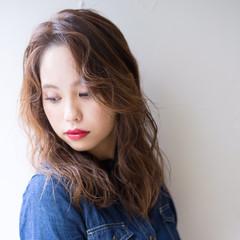 かき上げ前髪 ナチュラル かきあげバング アンニュイほつれヘア ヘアスタイルや髪型の写真・画像