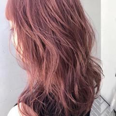 ラフ ラベンダーピンク 大人かわいい ウェーブ ヘアスタイルや髪型の写真・画像