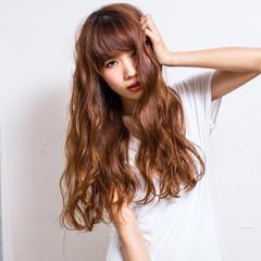 外国人風 ハイトーン ストリート ロング ヘアスタイルや髪型の写真・画像