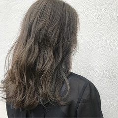 外国人風 アッシュ グレージュ ハイライト ヘアスタイルや髪型の写真・画像