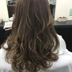 ベージュ 外国人風 ロング ガーリー ヘアスタイルや髪型の写真・画像