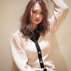 ミルクティーベージュ ハイトーンカラー ミディアム ハイトーン ヘアスタイルや髪型の写真・画像