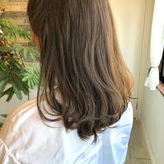 ミルクティーベージュ 切りっぱなしボブ ショートヘア 地毛風カラー ヘアスタイルや髪型の写真・画像