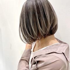 ボブ ハイライト ミニボブ グレージュ ヘアスタイルや髪型の写真・画像
