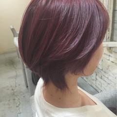 大人女子 パープル ベリーピンク ショート ヘアスタイルや髪型の写真・画像