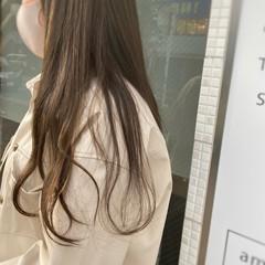 ナチュラル ハイライト ロング オリーブカラー ヘアスタイルや髪型の写真・画像