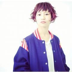 ショート グラデーションカラー ピンク オン眉 ヘアスタイルや髪型の写真・画像