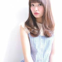 セミロング 丸顔 大人かわいい フェミニン ヘアスタイルや髪型の写真・画像