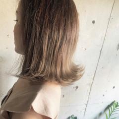 シアーベージュ 大人カジュアル デート ナチュラル ヘアスタイルや髪型の写真・画像