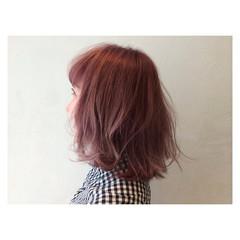 ミディアム ストリート 外ハネ ハイライト ヘアスタイルや髪型の写真・画像