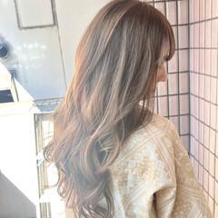 春ヘア 透け感ヘア ミルクティーベージュ ロング ヘアスタイルや髪型の写真・画像