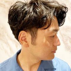 ツーブロック パーマ メンズパーマ ショート ヘアスタイルや髪型の写真・画像