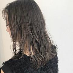ミディアム グレージュ アッシュベージュ ミルクティーベージュ ヘアスタイルや髪型の写真・画像