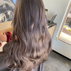 ロング ブリーチカラー グレーベージュ ヘアスタイルや髪型の写真・画像