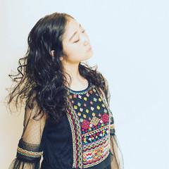外国人風 パーマ ウェーブ フェミニン ヘアスタイルや髪型の写真・画像