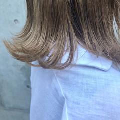 ナチュラル ヌーディベージュ 外ハネ ベージュ ヘアスタイルや髪型の写真・画像
