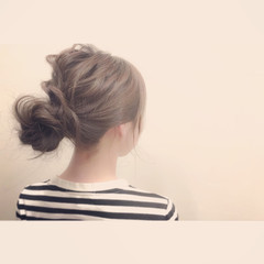 メッシーバン ミディアム パーティ ヘアアレンジ ヘアスタイルや髪型の写真・画像