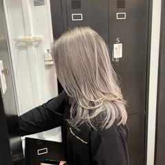 レイヤーカット バレイヤージュ セミロング アッシュベージュ ヘアスタイルや髪型の写真・画像