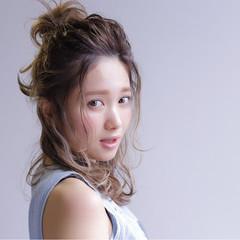 外国人風 ハイライト ハーフアップ ミディアム ヘアスタイルや髪型の写真・画像