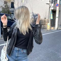 セミロング アッシュベージュ ブリーチカラー アッシュ ヘアスタイルや髪型の写真・画像