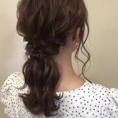 ポニーテールアレンジ セミロング ローポニー 波巻き ヘアスタイルや髪型の写真・画像