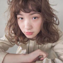 ミディアム ニュアンス オン眉 パーマ ヘアスタイルや髪型の写真・画像