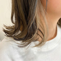 ミディアム アッシュグレージュ インナーカラー 切りっぱなしボブ ヘアスタイルや髪型の写真・画像