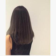 セミロング ストリート 暗髪 グレー ヘアスタイルや髪型の写真・画像