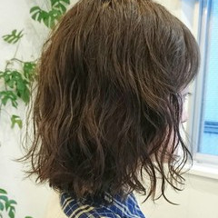 ニュアンス ミディアム パーマ ゆるふわ ヘアスタイルや髪型の写真・画像