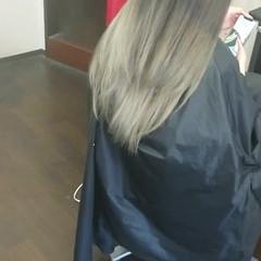 アッシュ ロング アッシュグレージュ ストリート ヘアスタイルや髪型の写真・画像
