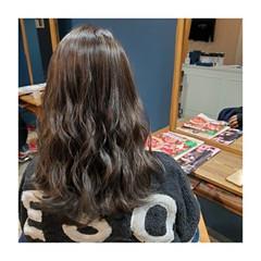 アッシュ ナチュラル 透明感カラー アッシュグレー ヘアスタイルや髪型の写真・画像