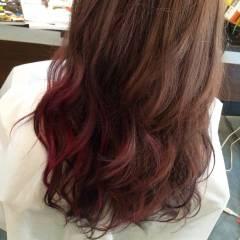 ストリート レッド 外国人風 ピンク ヘアスタイルや髪型の写真・画像