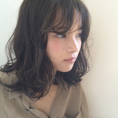 外国人風 ミディアム パーマ アッシュ ヘアスタイルや髪型の写真・画像