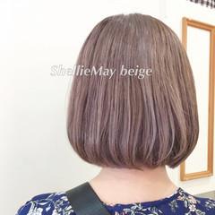 ボブ ブリーチカラー フェミニン 切りっぱなしボブ ヘアスタイルや髪型の写真・画像