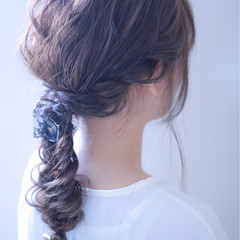 ロング フィッシュボーン ナチュラル 編み込み ヘアスタイルや髪型の写真・画像