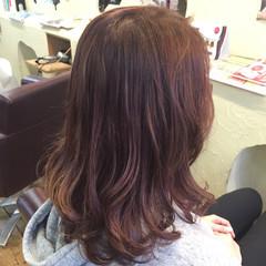 ナチュラル ピンク セミロング ベリーピンク ヘアスタイルや髪型の写真・画像