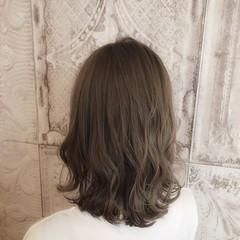 フェミニン セミロング 大人女子 ミルクティーベージュ ヘアスタイルや髪型の写真・画像