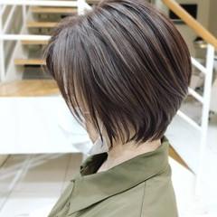 ショート 大人ハイライト ナチュラル ショートヘア ヘアスタイルや髪型の写真・画像