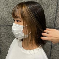 ショートヘア フェミニン インナーカラー 大人ハイライト ヘアスタイルや髪型の写真・画像