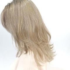 ホワイトカラー ミディアム ブロンドカラー ハイトーンカラー ヘアスタイルや髪型の写真・画像