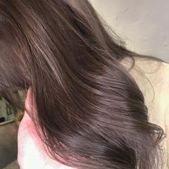 ミルクグレージュ シナモンベージュ ナチュラル ブリーチなし ヘアスタイルや髪型の写真・画像