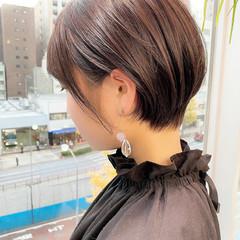 オフィス ショートヘア 大人かわいい ナチュラル ヘアスタイルや髪型の写真・画像